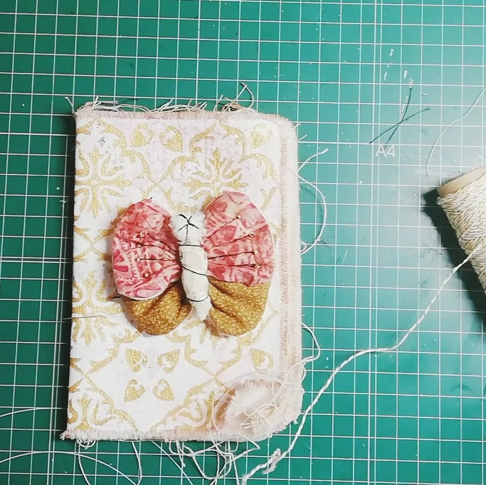 Mariposa en el fabric journal