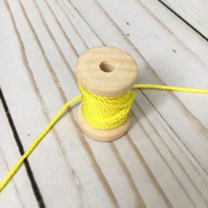 Cordón de rayón fino amarillo