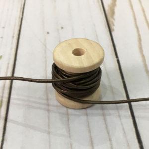Cordón de cuero marrón brillante