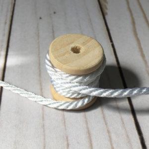 Cordón de rayón grueso color blanco
