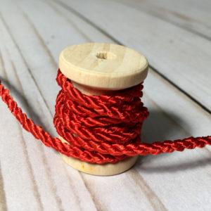 Cordón de rayón mediano rojo