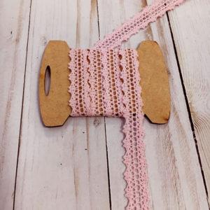 Entredos de bolillo color rosa bebé